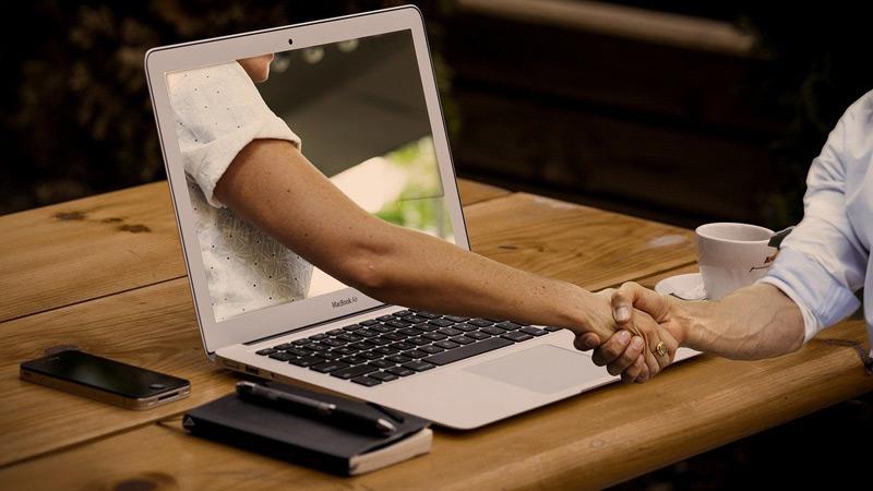 مزایا و معایب سایت های دوستیابی و همسریابی